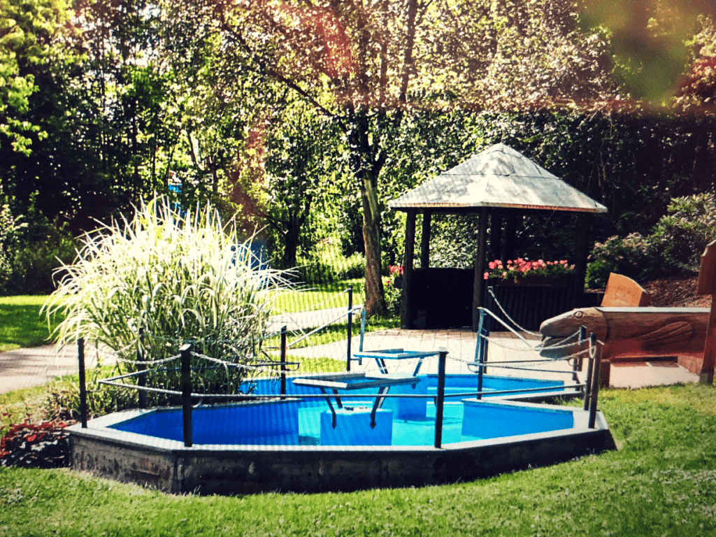 Treading Pool